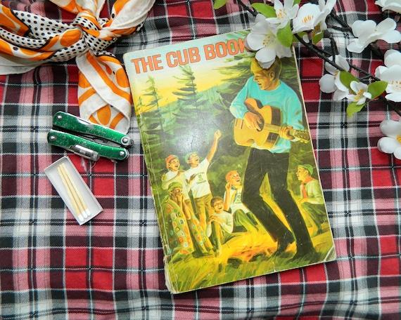 Vintage Boy Scouts Handbook - The Cub Book -  Moonrise Kingdom