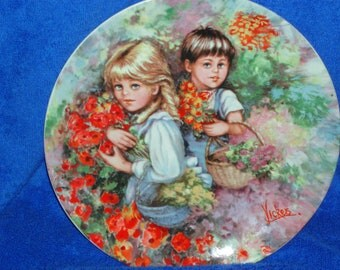 """Beautiful Vintage 1983 Wedgwood Plate """"OUR GARDEN"""" By Mary Vickers    (Item 119)"""