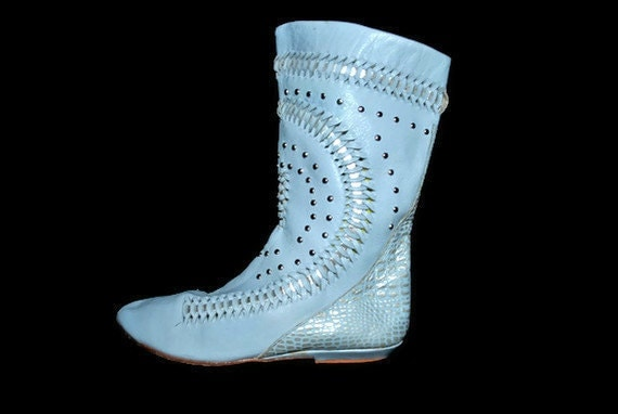 Leather Boots / flat studded pixie boot / baby blue / size 8 1/2