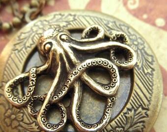 Octopus Locket Necklace Octopus Necklace Round Locket Antiqued Brass Locket Girl's Locket Vintage Style Gothic Victorian Steampunk Locket