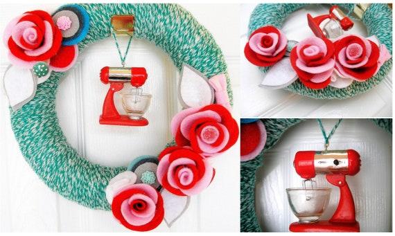 Yarn Retro Hostess Kitchen Wreath