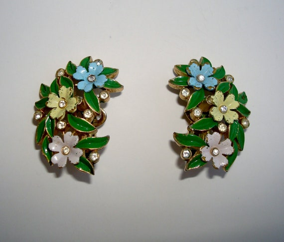 Vintage Crown Trifari Enamel Flower Clip On Earrings