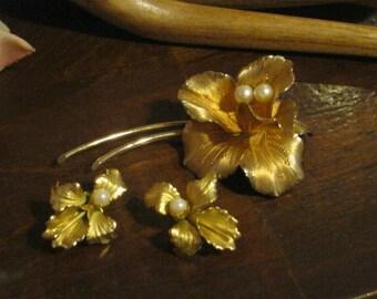 Vintage delicate flower pin earrings set, goldtone flower brooch clip earrings, set, Iris or Daylily or Orchid pin brooch earrings set