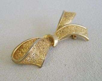 Vintage Textured Gold Bow Brooch Classic Pin