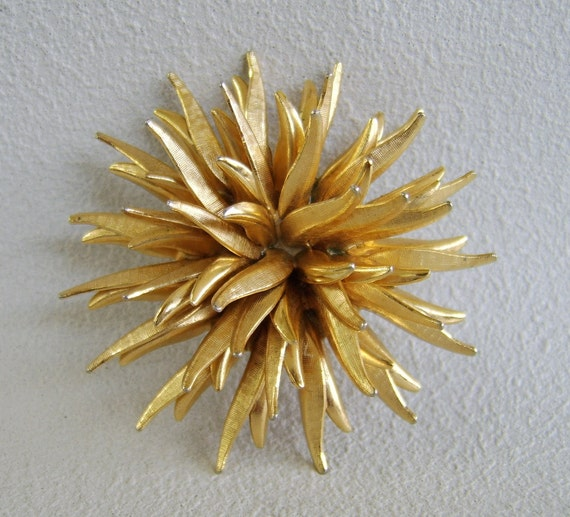 Vintage Gold Urchin Brooch Botanical Spiky Flower Pin