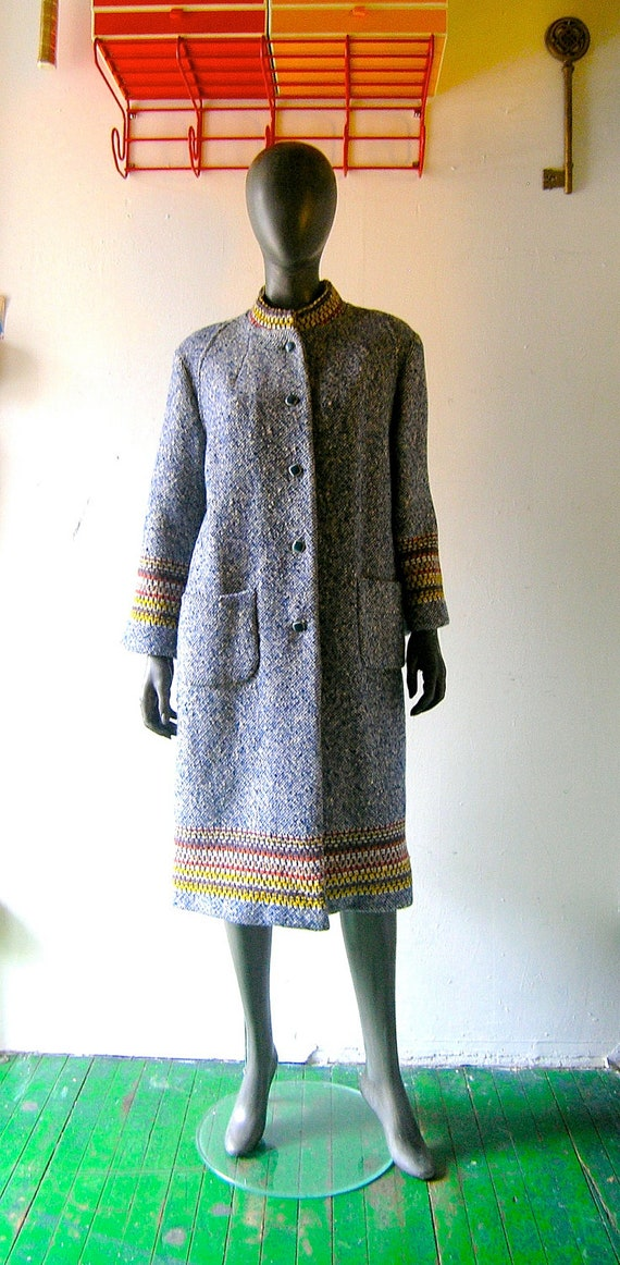 60s blue and white nubby wool coat in chic snowstorm tweed w/ colorful woven cuff and collar trim - size 6/8 - purple satin lining -