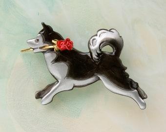 B435 Eskimo/Huskey/Malamute Dog Pewter Pin / Pendant with a Red  Rose