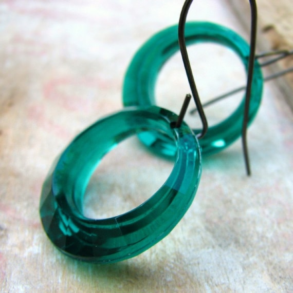 Vintage  lucite circles and brass earrings - Crop Circles in emerald