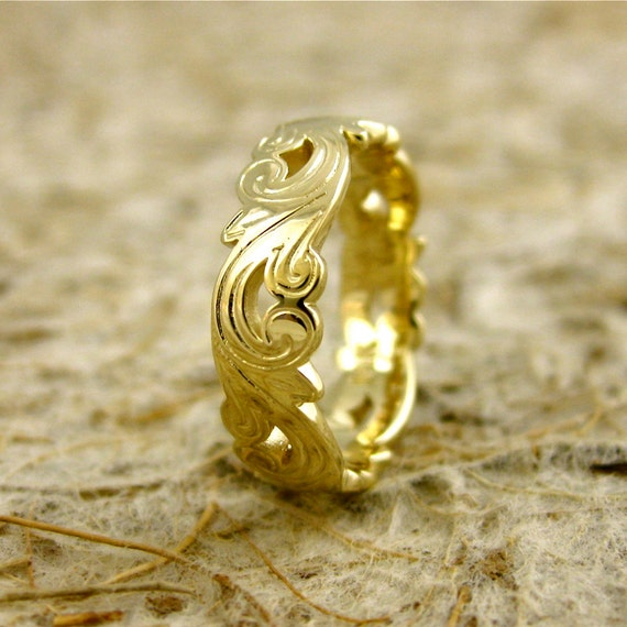 Art Nouveau Style Wedding Ring with Curly Leaf Motif in 14K Yellow Gold with Glossy Finish Size 5