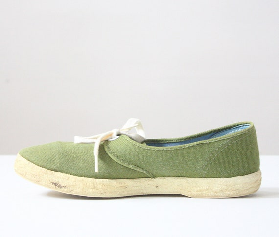 vintage moss green deck shoes size 7 1/2