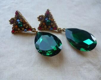 SALE Vintage WENDY GELL Dangling Emerald Glass Teardrop Clip Earrings, Christmas Party Bling