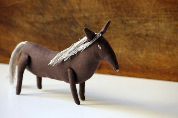 Trotter. Horse. Soft sculpture.