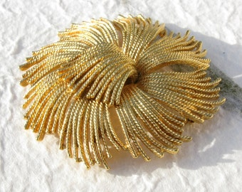 Large Monet Goldtone Brooch String Flower Rope Brooch