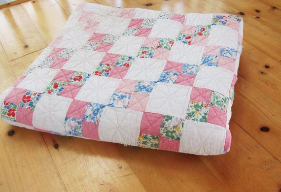 1930s quilt delicate hand quilting feedsacks