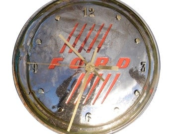 Hubcap Clock, 1940s nad 50s Ford, Thunderbird and Fairlane, with numbering (f classic car clock)