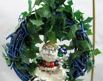 Happy Holidays Santa Wreath Ornament 313