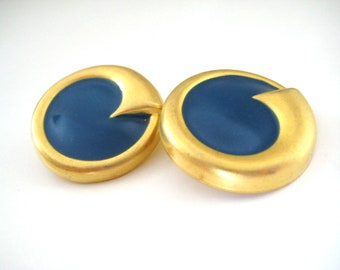 Vintage 80's Avon // Blue Enamel Crest Clip on Earrings