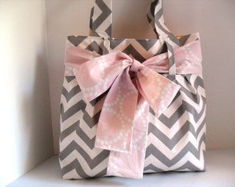 Large Bag with Light Pink Bow made of Grey and White Chevron Fabric