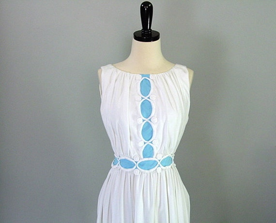 Vintage 60s Dress / Embroidered / WHITE RUFFLED / s-m