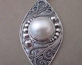 Balinese sterling silver white Mabe Pearl Pendant / silver 925 / Bali handmade jewelry / granulation art