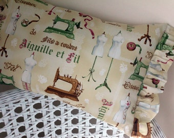 French Pillow Vintage style  Mannequins French Lettering Sewing Magnifique Aiguille et fil Brocante