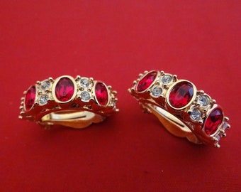 Gorgeous Vintage SWAROVSKI signed with swan gold earrings with red and clear rhinestones in great condition, sparkly and clear