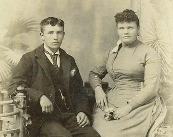1890 Norwich NY Victorian Husband Wife Wrap Dress Sitting Antique Photo Cabinet Card Portrait Studio Photograph