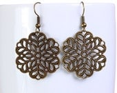 Antique brass flower filigree dangle drop earrings (647) - Flat rate shipping