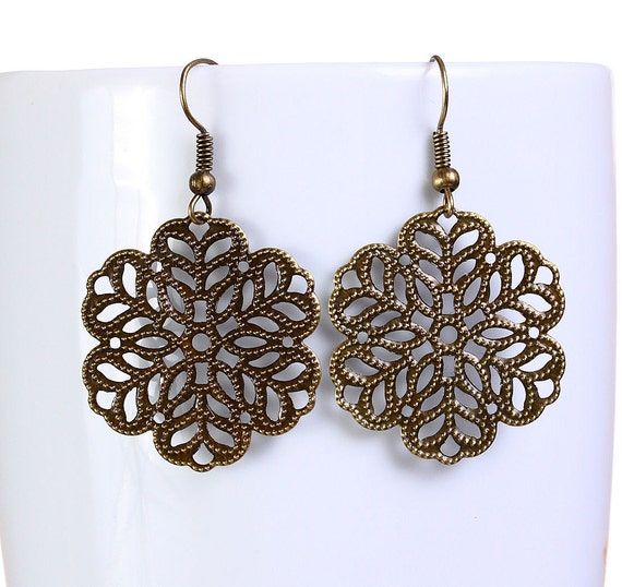 Antique brass flower filigree dangle drop earrings (647) - Flat rate shipping