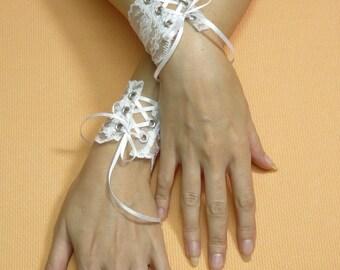 White Lace Cuffs, Romantic Wedding Wristlets with Corset Closure, Bridal Gauntelts, Flowered Edwardian, Regency Cuff