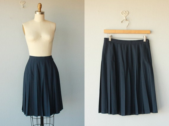 pleated skirt / wool gabardine skirt / navy blue pleated skirt / preppy skirt - medium