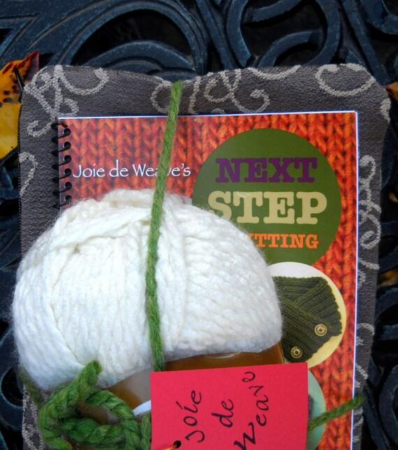 Knitting Needles And Yarn For Beginners : Beginner knitting kit joie de weave s next step