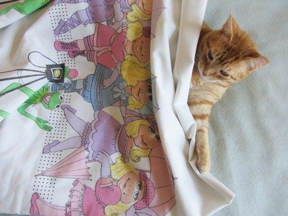 miss piggy ballet sheet set . kermit the frog as photographer .retro bedding