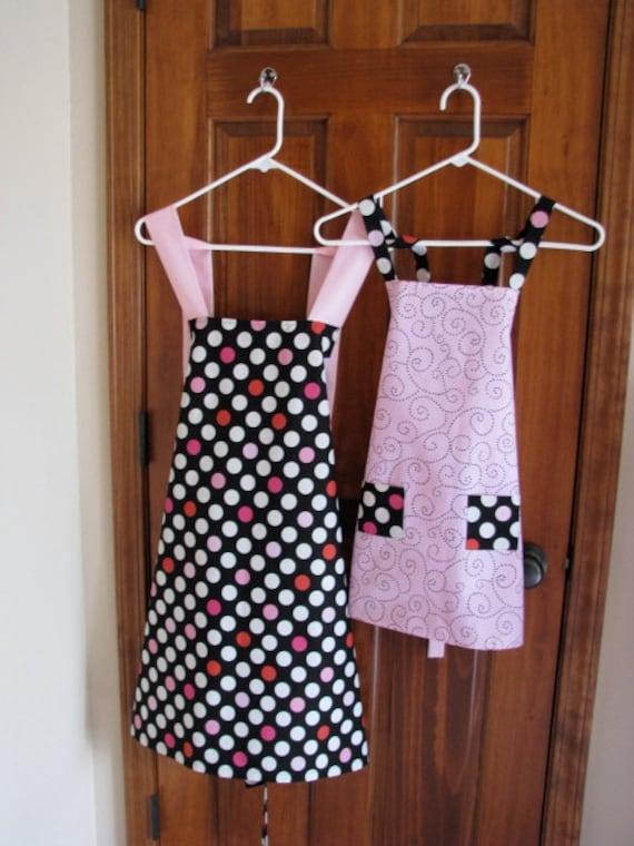 Mom And Me Apron Set - Pink and Polka Dots