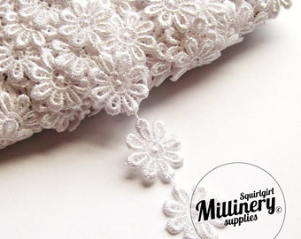 Guipure Lace Daisy Flower Embroidered Trim, 1m - White