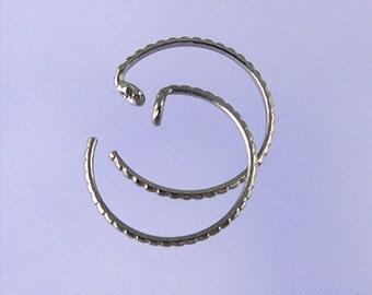 KISS4: Small patterned pseudo-sleeper niobium earrings