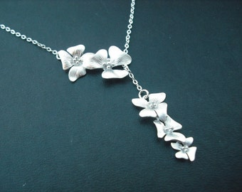 matte fivefold flowers lariat - white gold plated