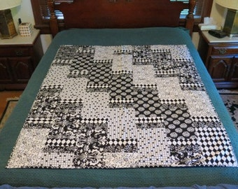 Cobblestone - Black and white lap quilt
