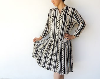 Vintage 1980s Dress / Graphic Cream and Black Day Dress / Size M L