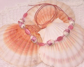 Pink adjustable necklace with porcelaine floral beads pink catseye