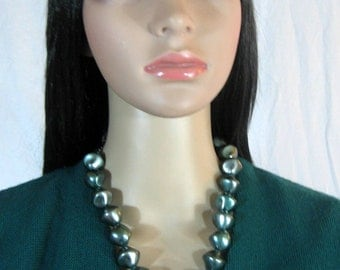 1960's Sea Foam GREEN NECKLACE18-20""