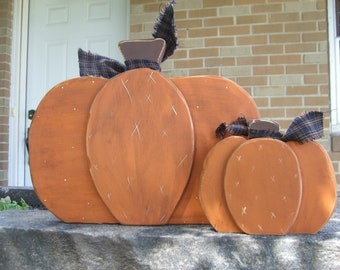 PUMPKINS HaNdPaiNtEd WooD PriMiTiVe SiGn FaLL HoMe DeCoR SheLf SiTtEr HaLLoWeeN