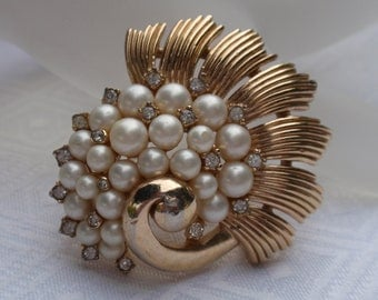 Crown Trifari Pearl and Gold Seashell Brooch