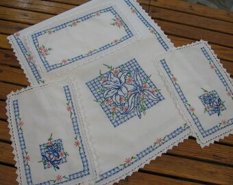 Dresser Scarf Set - Vintage 1950s 4 Piece Set - Hand Embroidered - Great Condition
