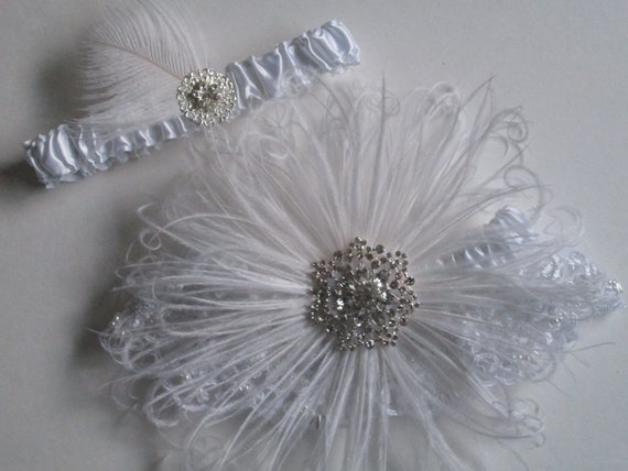 Snowflake WEDDING Garter Set, White Lace Garter, Feather Garters, Vintage- 20s-Gatsby Bride, Rustic, Country