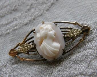 Antique Edwardian angel skin coral cameo gilt brooch