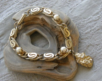 Vintage gold and pearl bracelet with gold nugget charm
