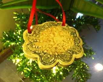 Lace Patterned Flower Shaped Ceramic Pendant doubles as tree Ornament