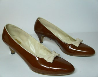 Vintage 1960's Brown Patent Leather Shoes w/Bows  Size 8