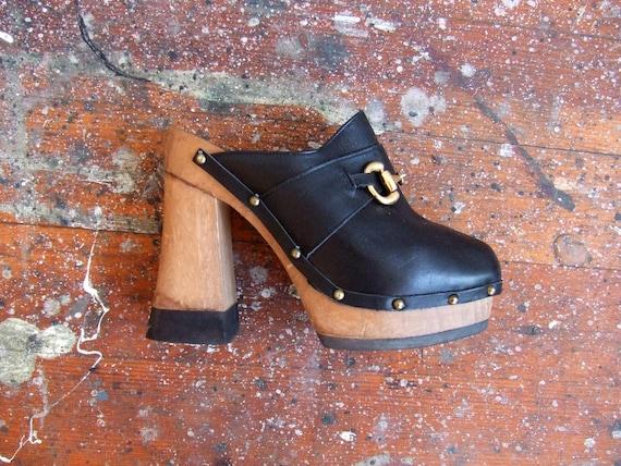 SALE////Vintage 1970s designer vintage platforms///////7
